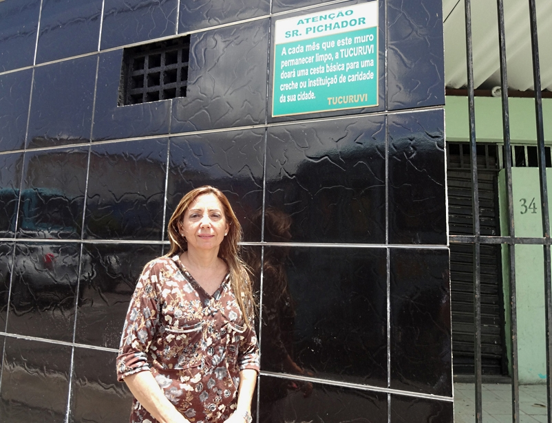 Por sorte ou pela solidariedade, Vanêsca Chaves nunca mais foi surpreendida pela ação dos pichadores (FOTO: Roberta Tavares/Tribuna do Ceará)