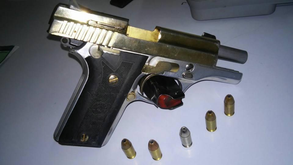 A pistola banhada a ouro estava em posse de José Bergson da Silva (FOTO: Divulgação/SSPDS)