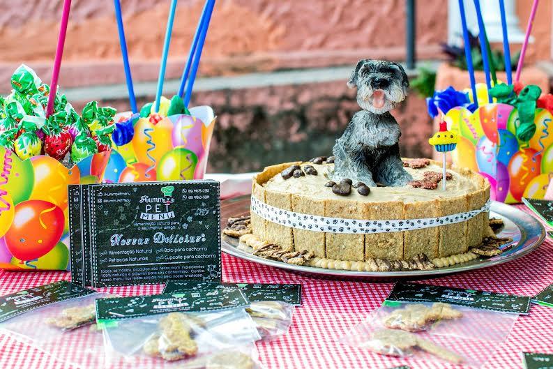 Bolos, tortas e até cupcakes naturais são criados para alimentar cachorros