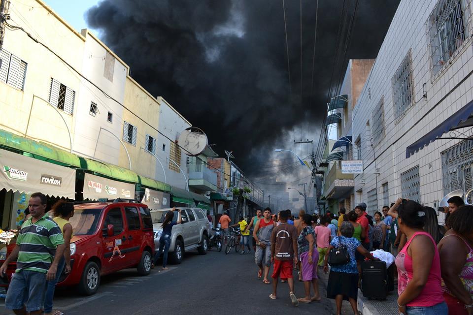 O acidente ocorreu na Rua São Pedro, no centro da cidade. (FOTO: Fernando Elpídio)