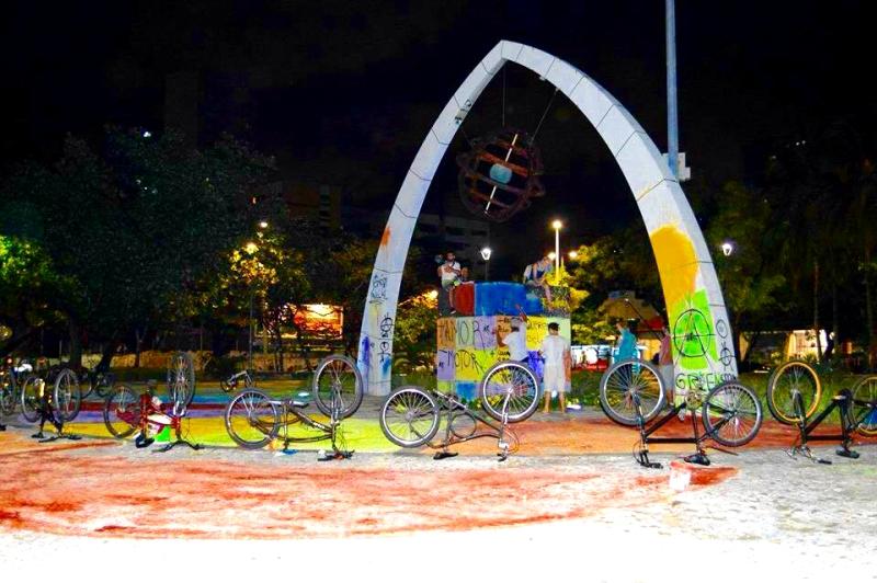 Intervenção na Praça Portugal (FOTO: Reprodução Facebook)