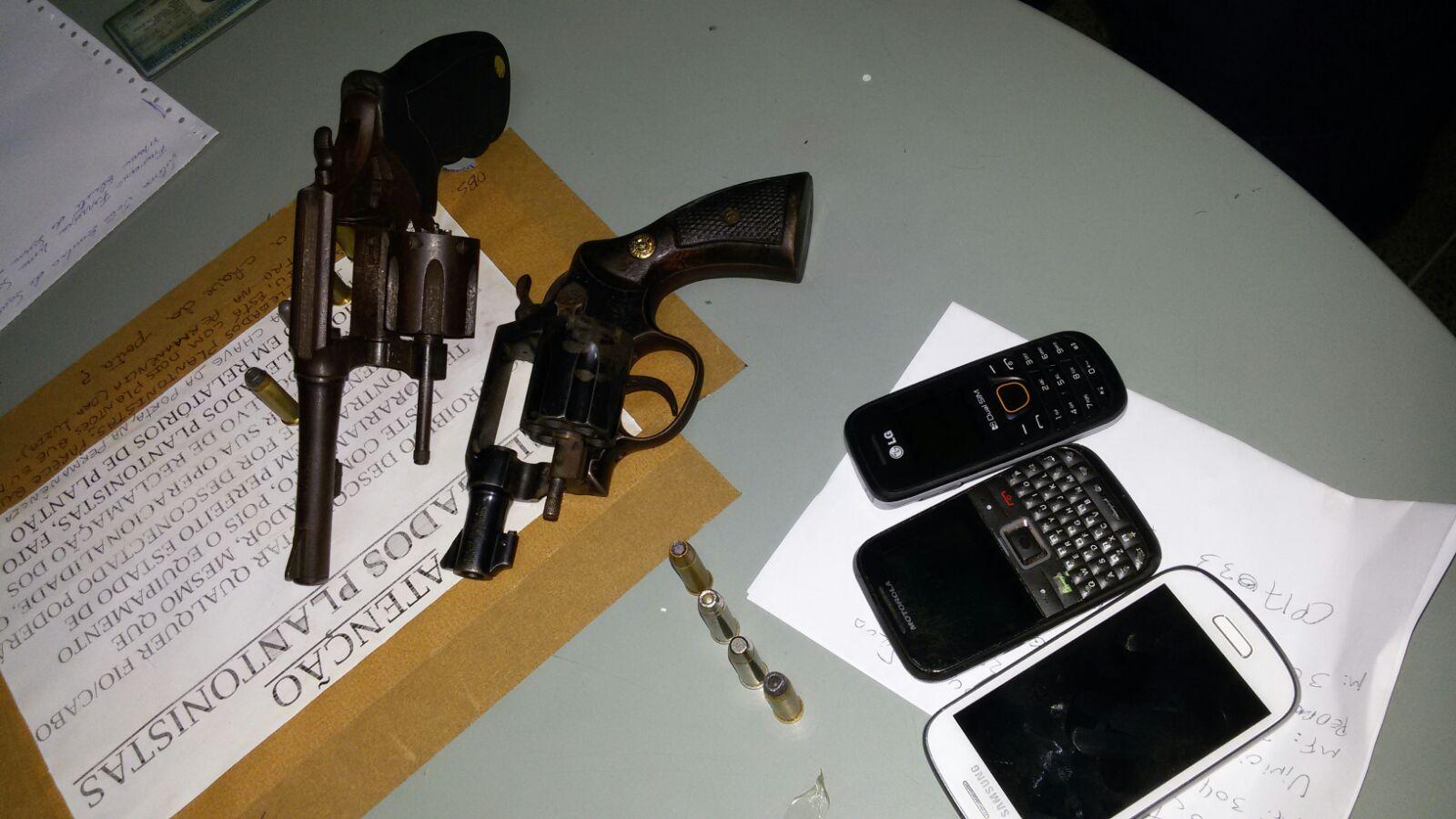 A polícia descobriu conversas em áudio entre os infratores pelo aplicativo Whatsapp. O trio foi encaminhado à delegacia e todos foram autuados em flagrante por extorsão (FOTO: Divulgação/SSPDS)