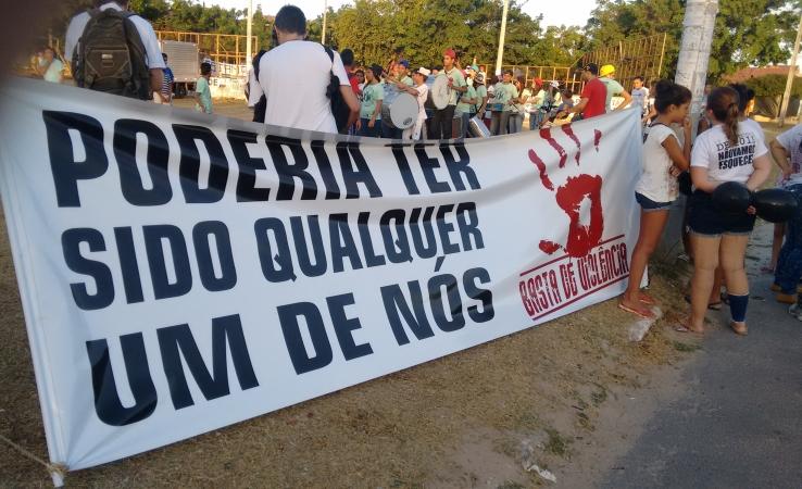 Moradores querem prestar homenagens às vítimas da chacina (FOTO: Hayanne Narlla/ Tribuna do Ceará)