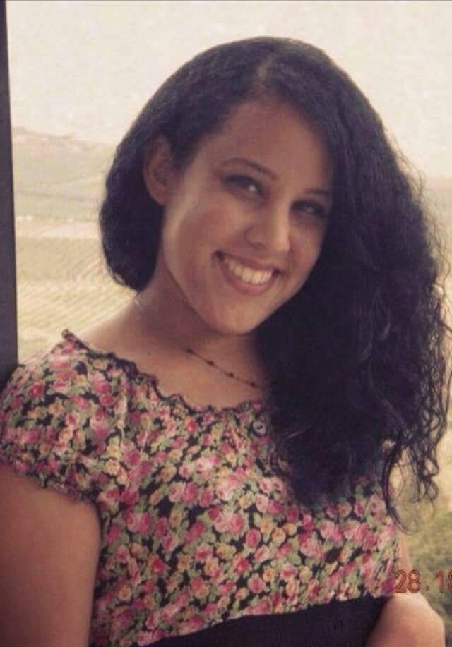 Adotada por casal de israelenses, jovem procura por pais cearenses