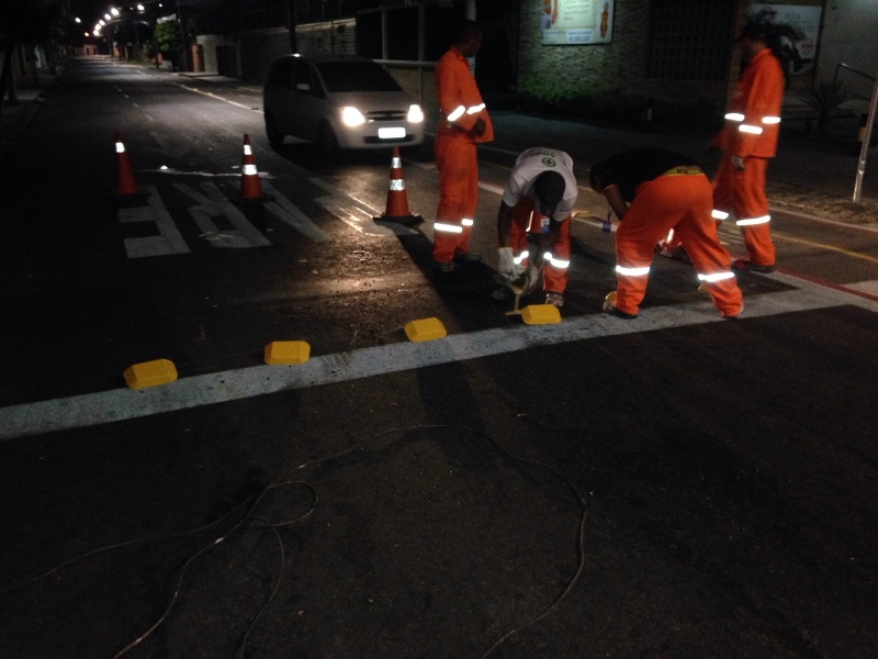 AMC implanta tartarugas no cruzamento das ruas Lino da Encarnação com César Fontenele (FOTO: Reprodução)