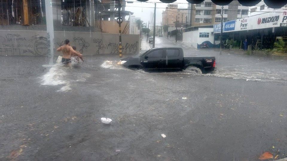 Ambientalista indica que alagamentos na Av. Heráclito Graça se devem a antigo riacho