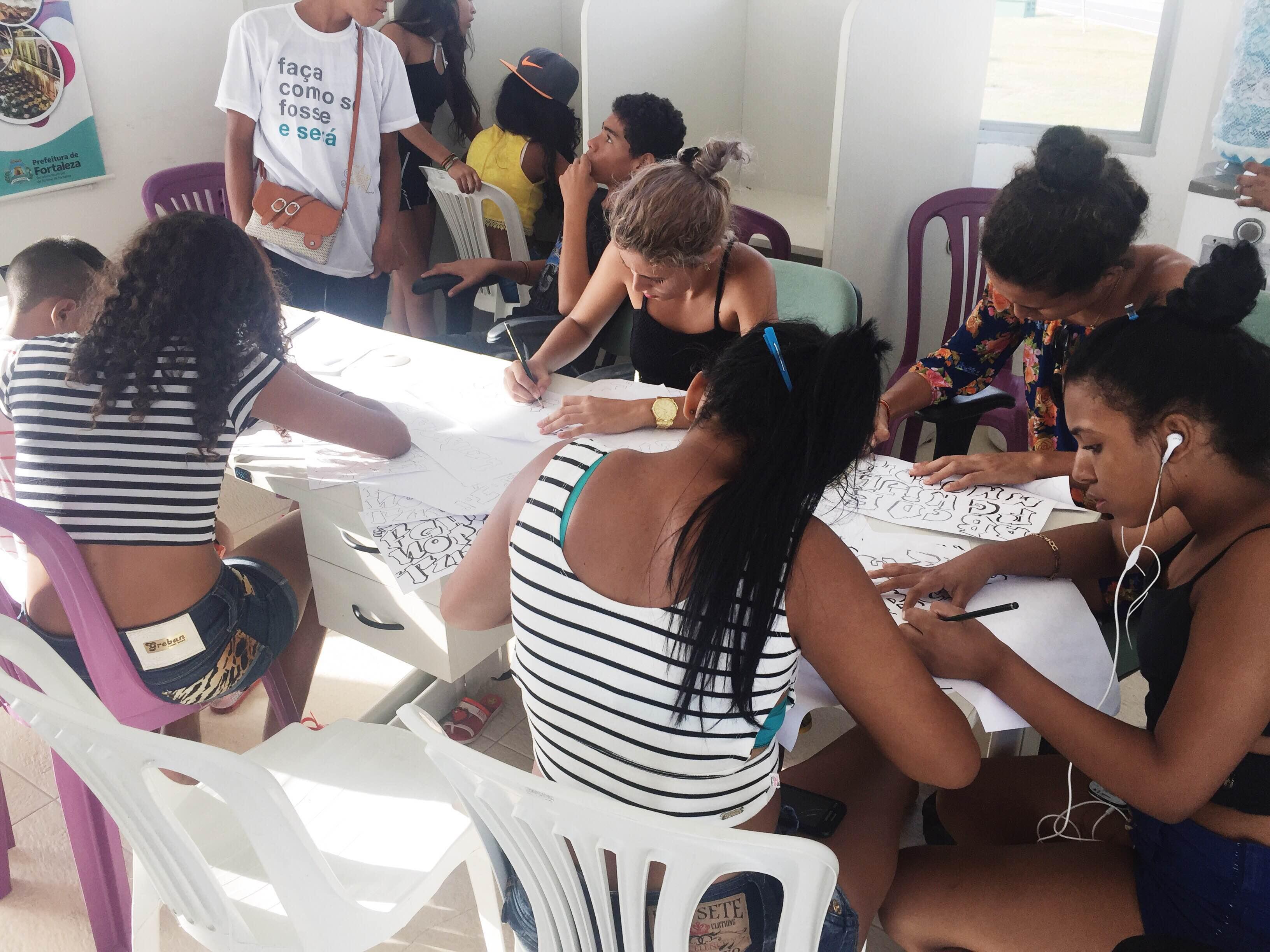As oficinas tem como objetivo a ocupação de espaços públicos por meio da arte, educação, qualificação e valorização da diversidade cultural. (FOTO: Juliana Teófilo/Tribuna do Ceará)