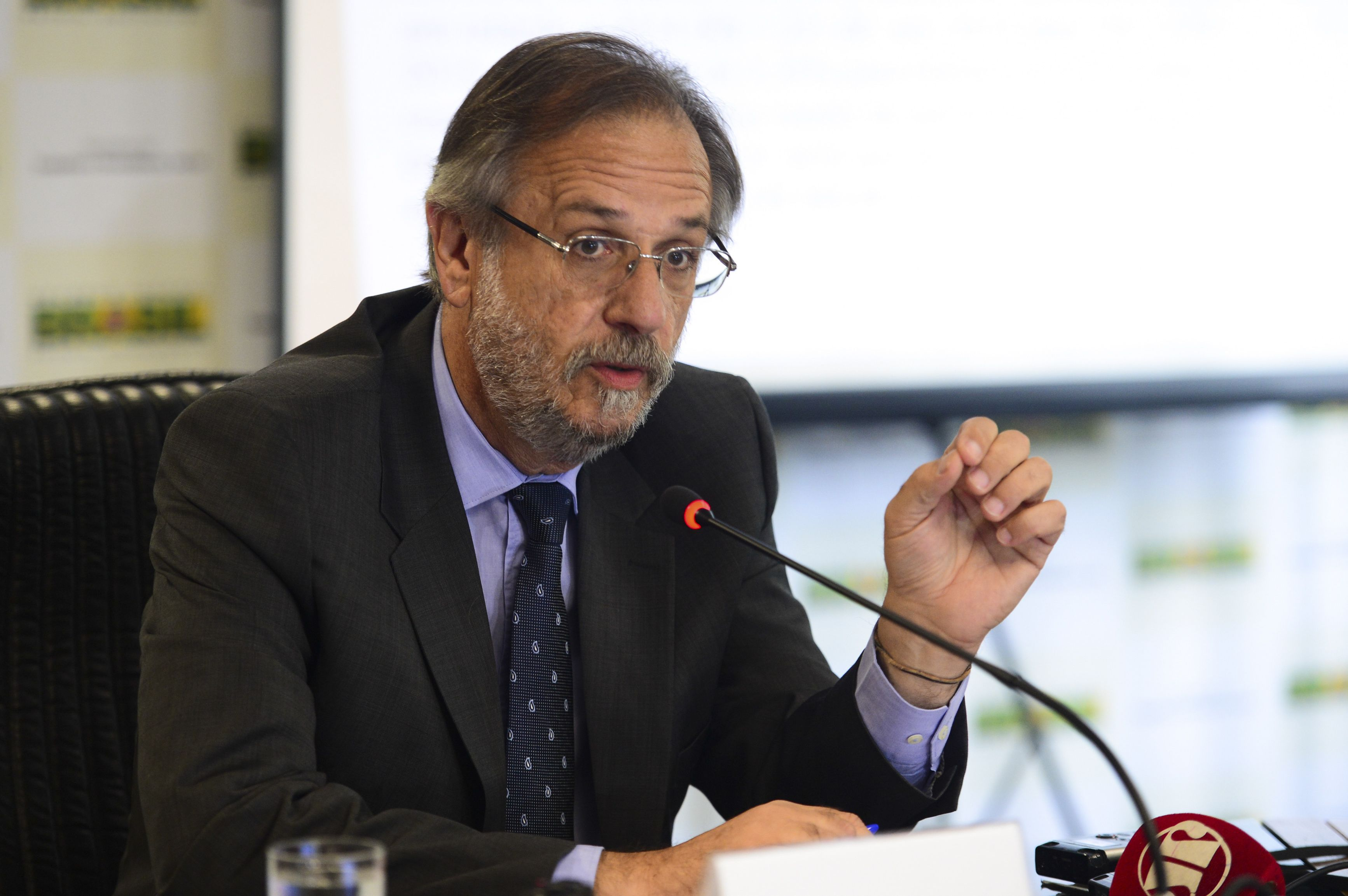 O ministro do Trabalho e Previdência Social, Miguel Rossetto divulga o balanço do Cadastro Geral de Empregados e Desempregados de 2015 (FOTO: José Cruz/ Agência Brasil)