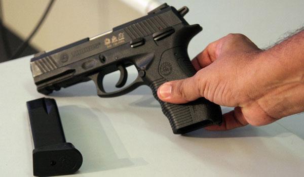 Pistola ponto 40 é a arma utilizada pela gangue, segundo rap (FOTO: Divulgação)