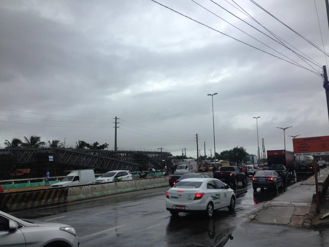 Mesmo com acidente, trânsito na Avenida Raul Barbosa flui normalmente