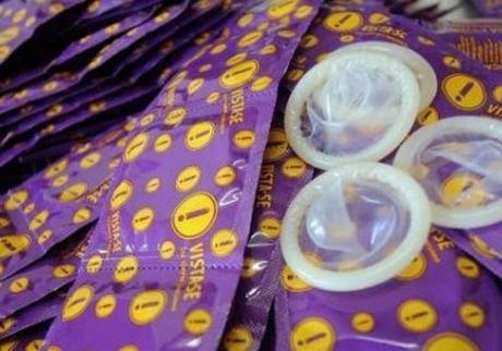 O preservativo é o método mais eficiente de prevenção contra o HIV e Aids (Foto: Reprodução)
