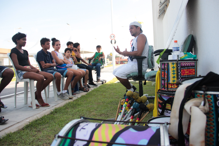 A terceira edição da Feira Massa foi diferente, atendeu não apenas uma, mas seis comunidades da Praia do Futuro. (FOTO: Reprodução/Vos-Sheyla Castelo Branco)