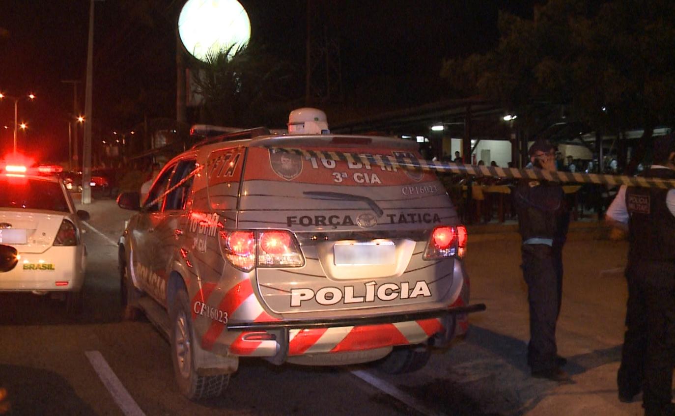 Corporações recomendam que os policiais reajam quando estiverem em vantagem em relação aos assaltantes (FOTO: Reprodução/TV Jangadeiro)