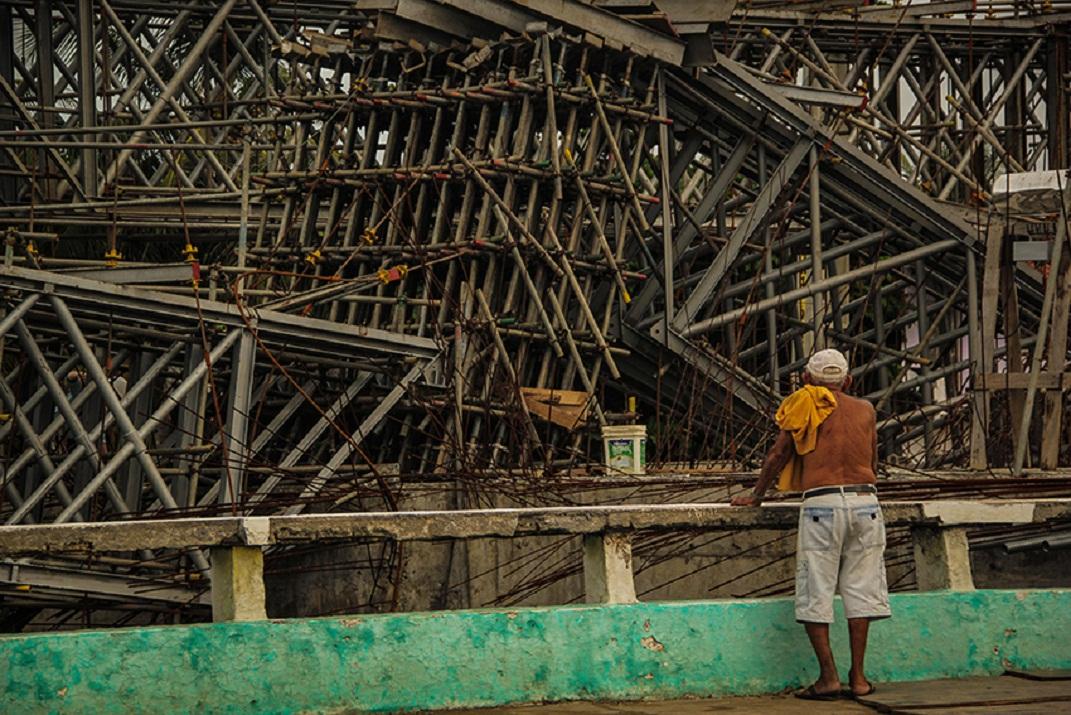 O tráfego no sentido sertão-praia foi desviado para a Av. Murilo Borges (Foto: Fernanda Moura/Tribuna do Ceará)