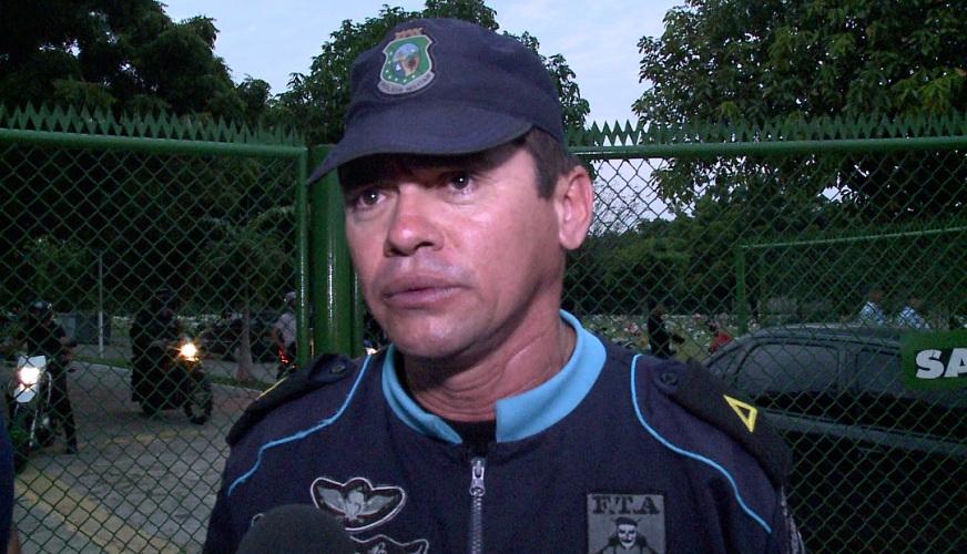 Subtenente Mardônio desabafou durante funeral de soldado do Raio morto em assalto (FOTO: Reprodução/TV Jangadeiro)