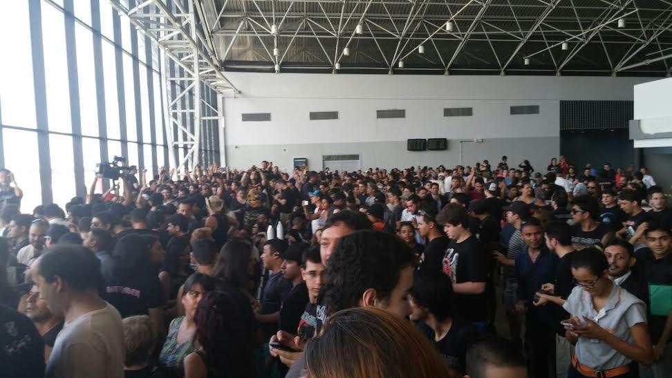 PM informou que mais de 300 pessoas estão no local (FOTO: Lyvia Rocha/ Tribuna do Ceará)