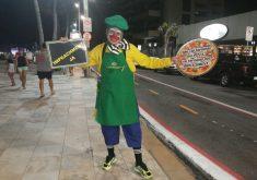 Um dos manifestantes se vestiu de palhaço para simbolizar o momento político brasileiro (FOTO: Tribuna do Ceará/ Jéssica Welma)