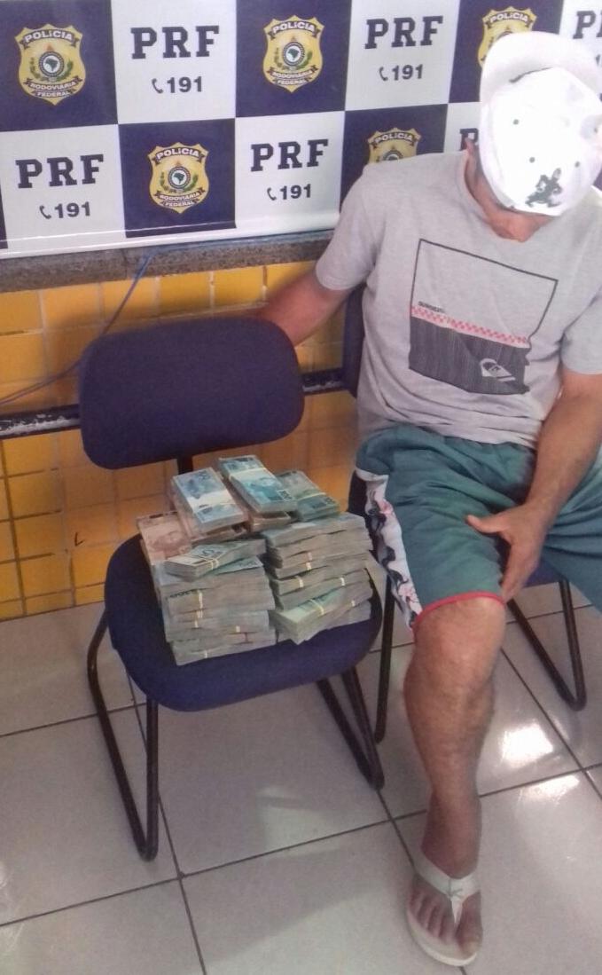 Homem é detido levando mala com R$ 450 mil de São Paulo para Fortaleza