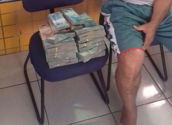 """""""Ausência de crime"""" foi motivo da liberação de homem detido com R$ 450 mil em mala"""