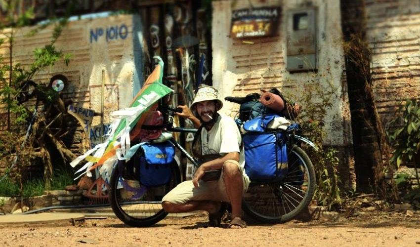 Fotógrafo pedala pelo país registrando amor de brasileiros por bicicletas