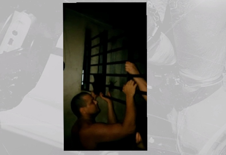 Detentos arrancam grades de celas e dominam presídios no Ceará