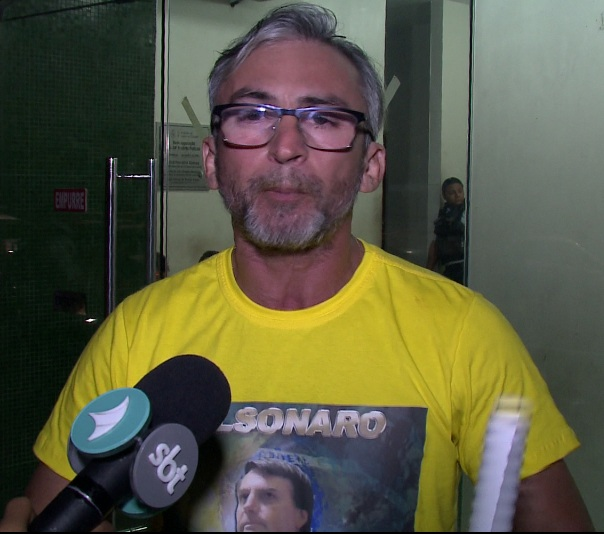 Aluno hostilizado por usar blusa de Bolsonaro desabafa contra opressão da esquerda