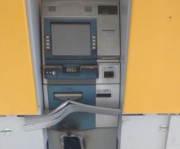 Bandidos prendem policiais em delegacia e assaltam banco no interior do Ceará