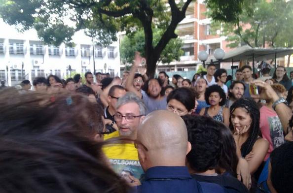Estudante que apoia Bolsonaro continua a ser hostilizado na UFC