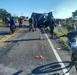 Criminosos explodem carro-forte em Jaguaribe