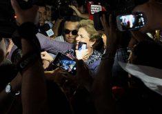 A presidente foi ovacionada no aeroporto (FOTO: Cícero Valério/Agência Miséria)