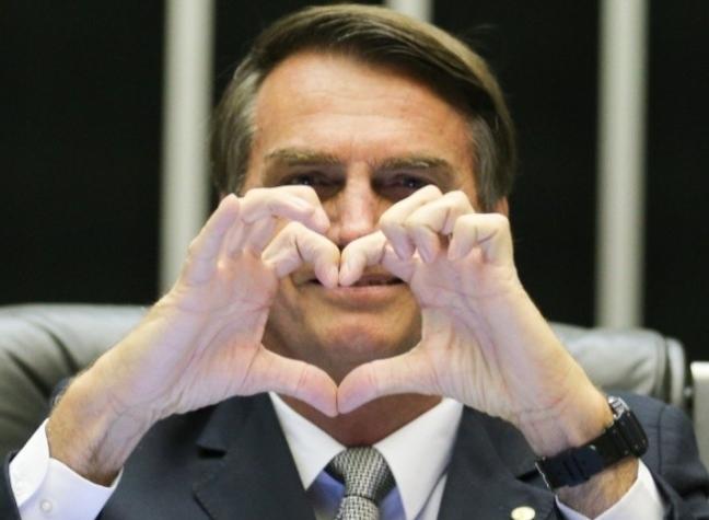 Bolsonaro grava vídeo em solidariedade a estudante hostilizado