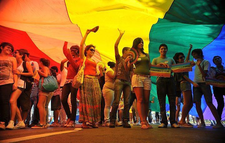 """""""LGBTs não vão Temer"""": Praça da Gentilândia recebe marcha contra a homofobia"""