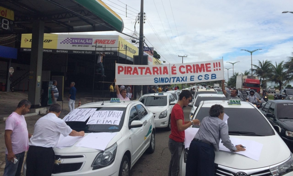 Taxistas fazem carreata em protesto contra o aplicativo Uber em Fortaleza