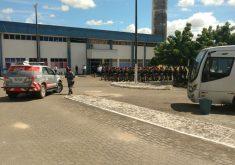 120 policiais já estão nos presídios cearenses para conter crise. (FOTO: Dorian Girão)