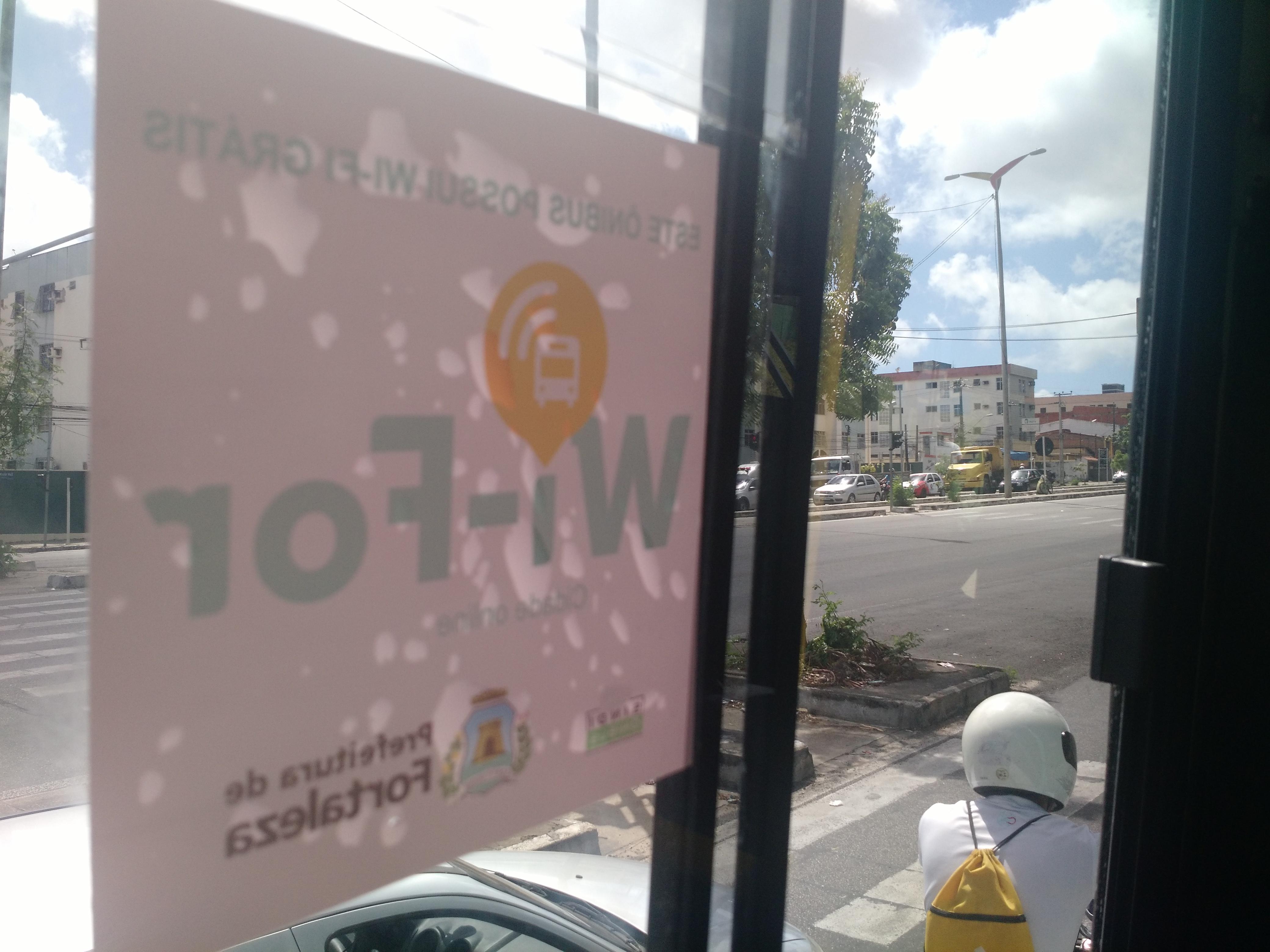 Uso do Wi-Fi nos ônibus de Fortaleza esbarra no medo de roubos e na desinformação
