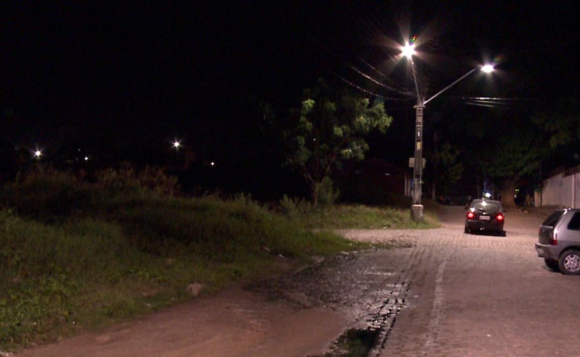 Homem estupra jovem no mesmo matagal onde a menina Alanis foi morta