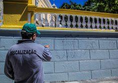 A tinta utilizada nas paredes da Praça dos Leões facilita a limpeza em caso de pichações (FOTO: Fernanda Moura/Tribuna do Ceará)