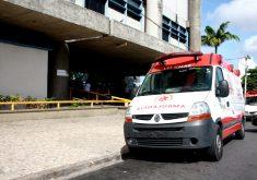 Corpo foi abandonado na entrada do hospital (FOTO: Arquivo/Tribuna do Ceará)