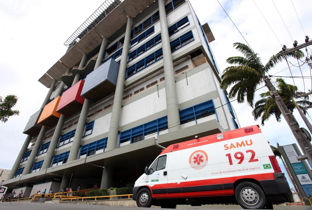 Homem morto é jogado em frente ao ambulatório do IJF