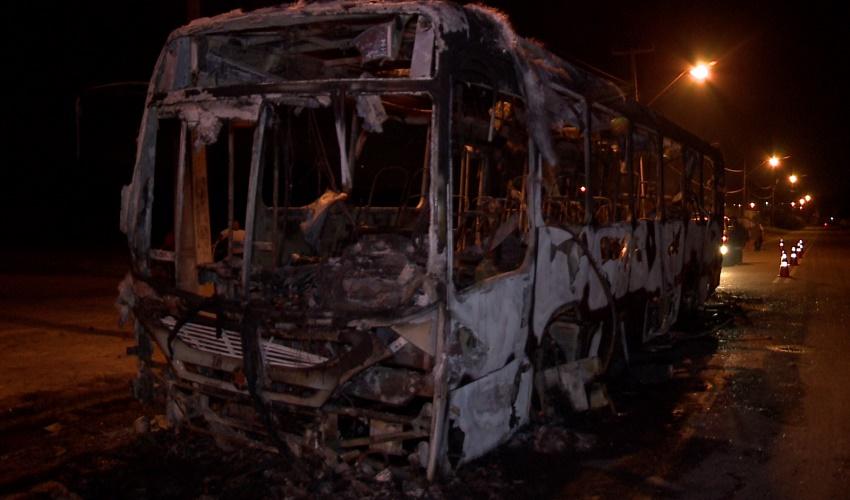 """Fortaleza tem nova """"noite de terror"""" com atentados a ônibus e prédios públicos"""
