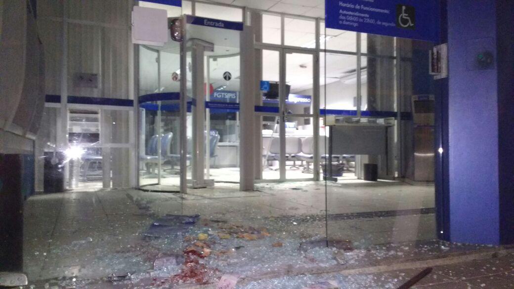 Duas agências bancárias são atacadas no mesmo município nesta madrugada