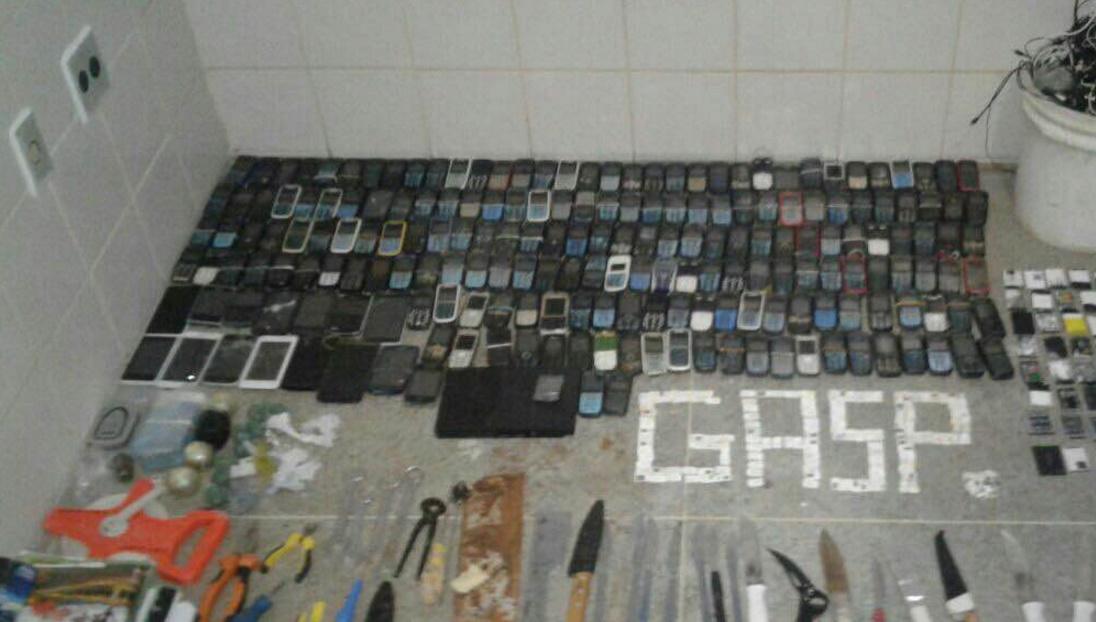 Mais de 2 mil celulares são apreendidos em 4 meses nos presídios cearenses