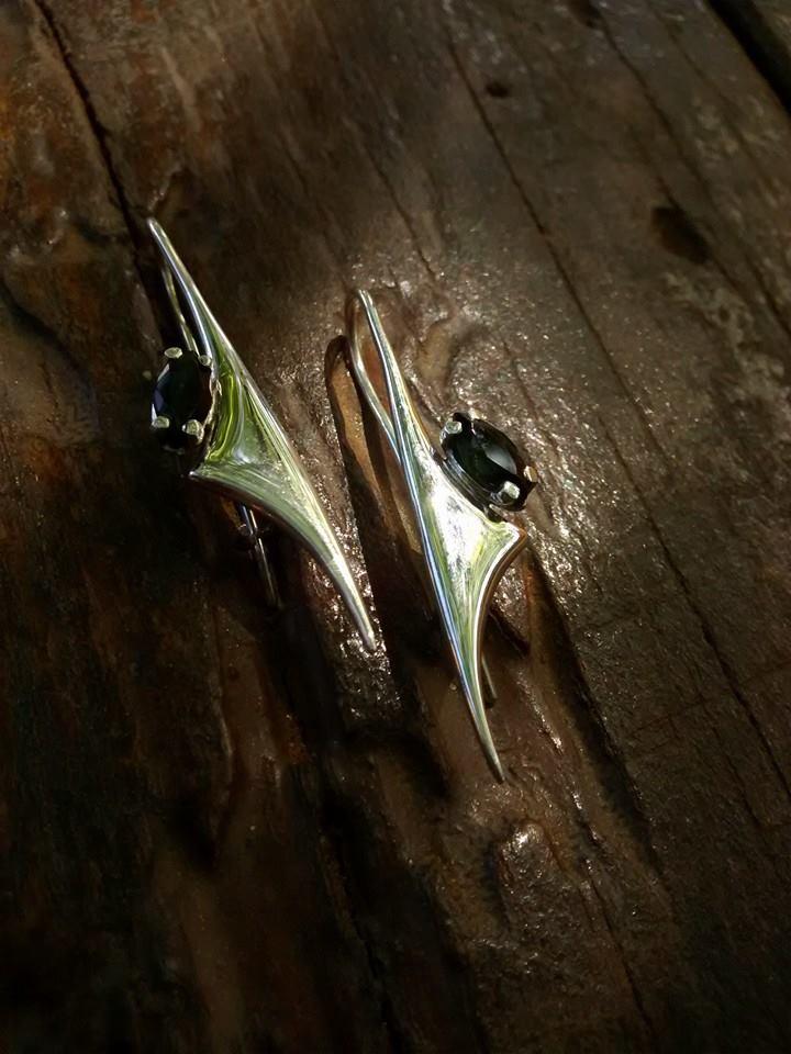 Artesão de Quixeramobim se inspira no sertão e faz jóias até para a Europa