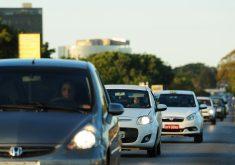 O uso dos faróis é valido durante todo o dia (FOTO:Flickr/ Creative Commons/ Agência Brasília)