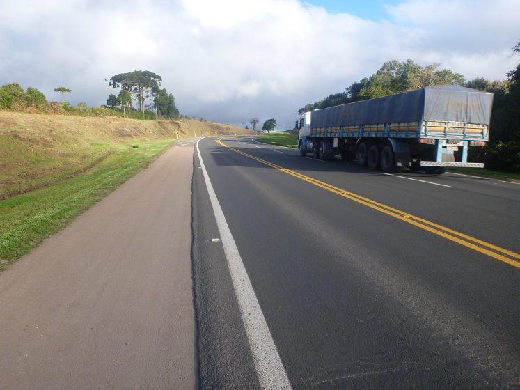 caminhão-rodovia