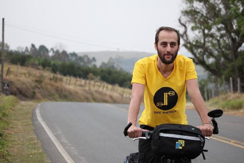 Publicitário larga emprego e viaja de bicicleta rumo ao México