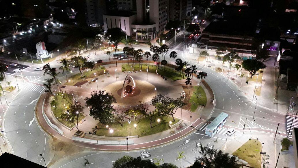 Na primeira semana após reforma, Praça Portugal já vira point de moradores