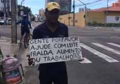 José Maria pede ajuda para conseguir serviços em Fortaleza (FOTO: Matheus Ribeiro / Tribuna do Ceará)