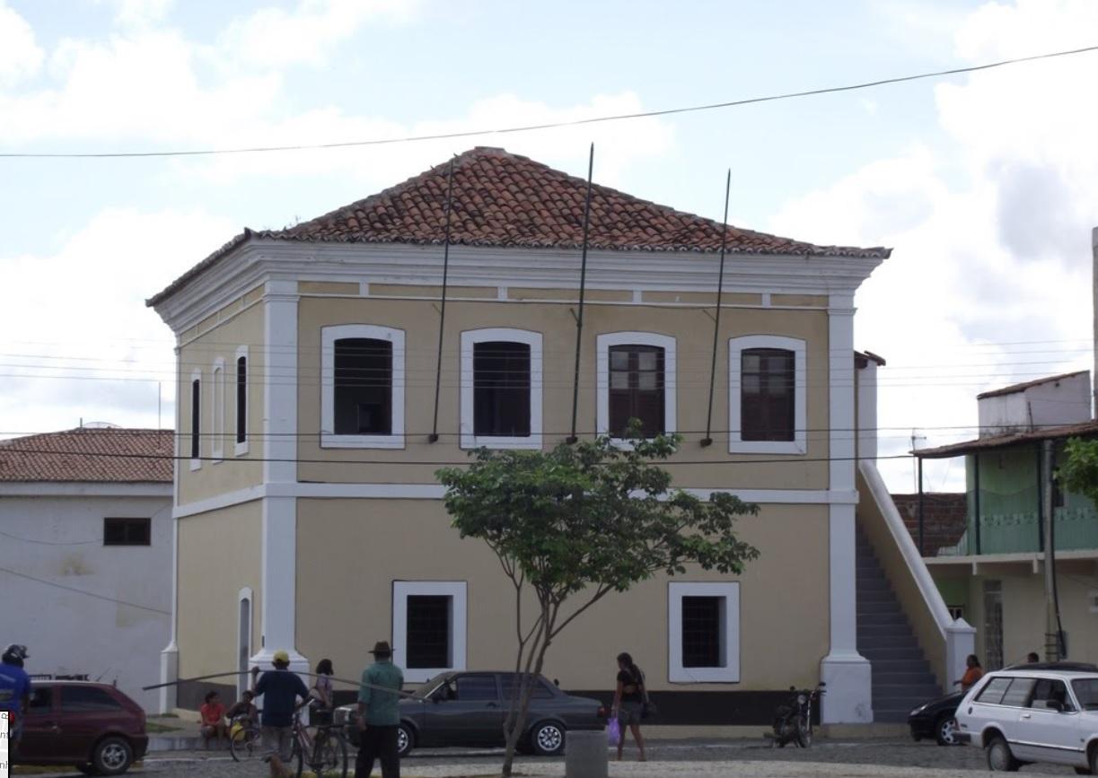 População de Quixeramobim protesta contra aumento de salário dos vereadores em mais de 30%