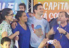 Capitão Wagner usa camisa com desenho de Capitão Caverna na despedida da campanha. (Foto: Lyvia Rocha / Tribuna do Ceará)